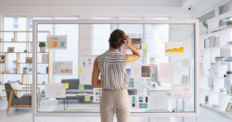 Frau entwickelt Geschäftsidee